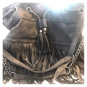 Hobo-chic fringe shoulder bag